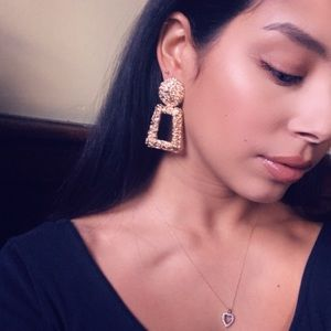 Jewelry - 🆕 Textured drop earrings Gold